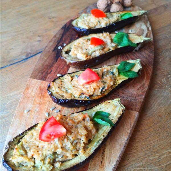 Sommerliche Auberginenplatte mit Frischkäse-Reisfüllung
