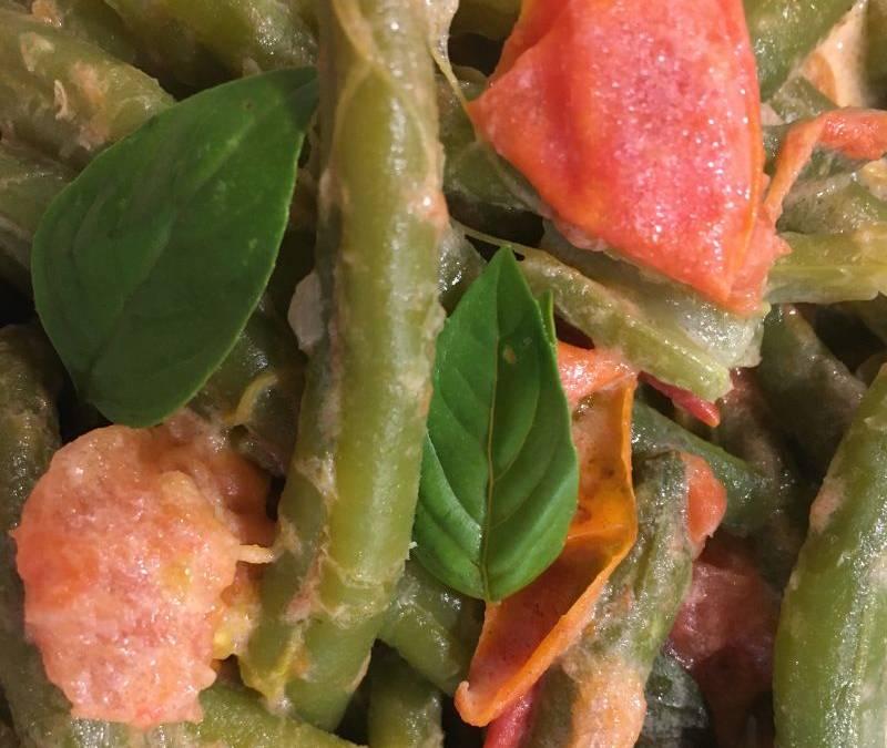 Tomaten-Bohnengemüse mit Basilikum